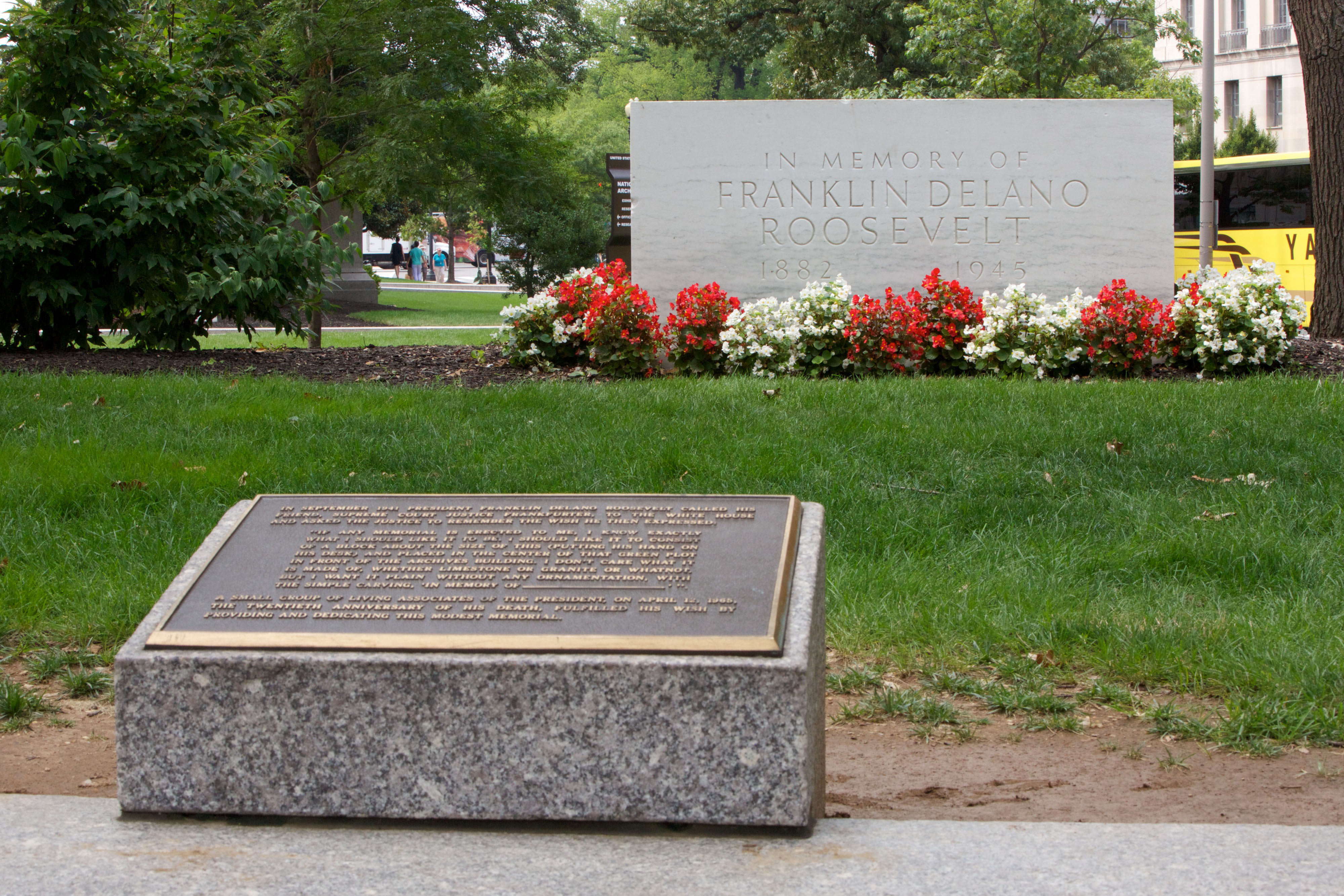 FDR Memorial and plaque, August 6, 2014. (Photo by Jeff Reed, National Archives)