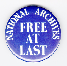 Button commemorating the reestablishment of the National Archives as an independent agency.