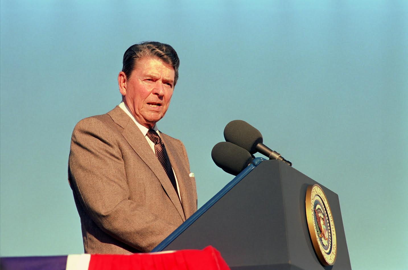 President Reagan Speaking at Podium during his trip to California at the Groundbreaking Ceremony for the Reagan Presidential Library in Simi Valley, November 21, 1988. (Ronald Reagan Presidential Library and Museum, National Archives)