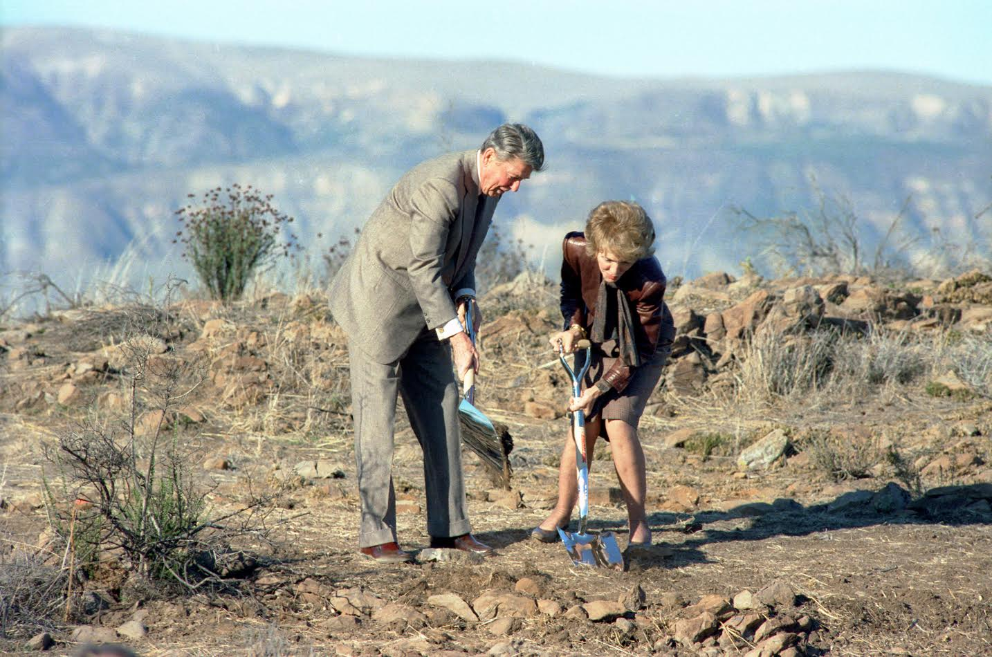 President Reagan and Nancy Reagan Breaking Ground for the Ronald Reagan Presidential Library and Museum, November 21, 1988. (Ronald Reagan Presidential Library and Museum, National Archives)