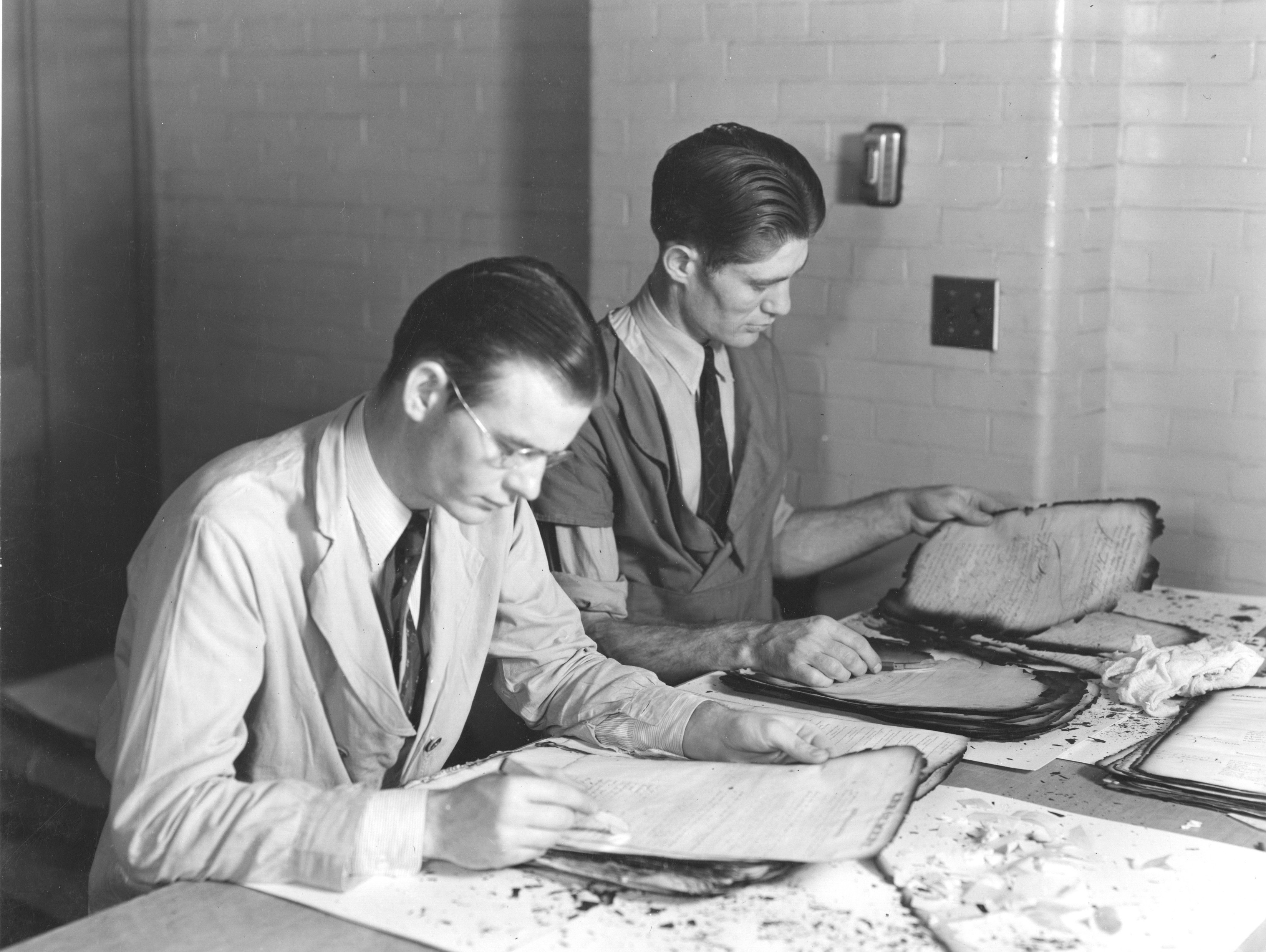64-NA-174 Preparing Damaged Documents for Lamination, Div. of Repair and Preservation, 1937